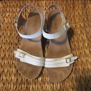EUC Vionic Shimmer White Sandals, Size 8